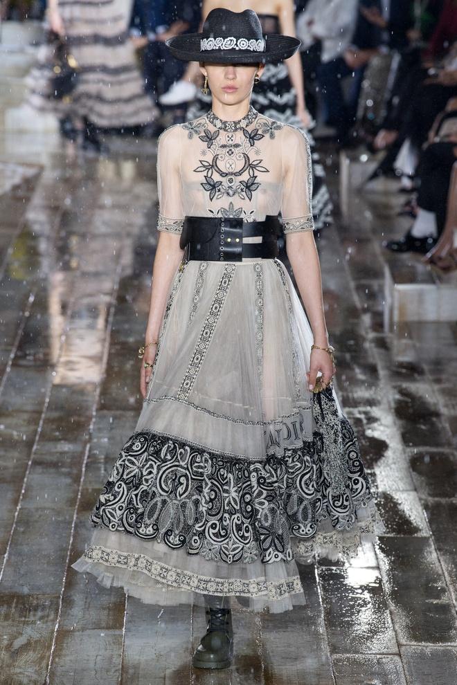 San dien hoanh trang, tao bao cua Gucci, Dior tai Resort Fashion Week hinh anh 9