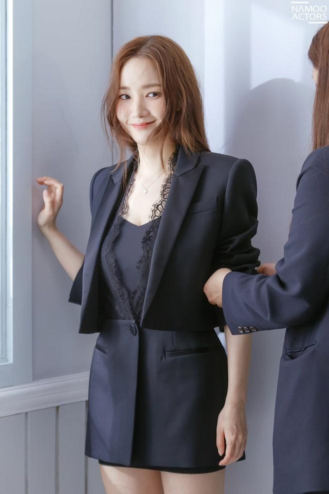 Nhung set do hang hieu cua 'Thu ky Kim' Park Min Young hinh anh 2