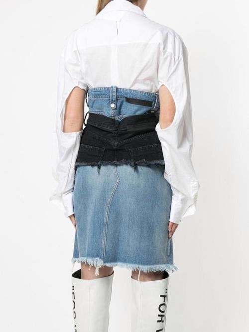 Kieu vay jeans 2 cap ky la co gia hon 30 trieu dong hinh anh 2
