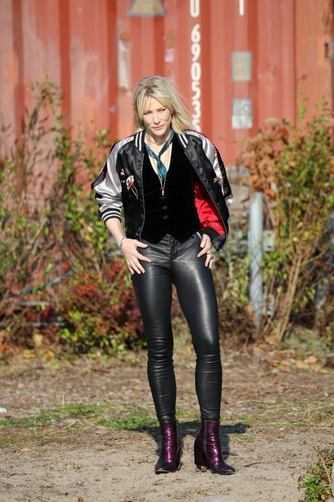Cate Blanchett quyen luc voi loat do menswear trong 'Ocean's 8' hinh anh 4