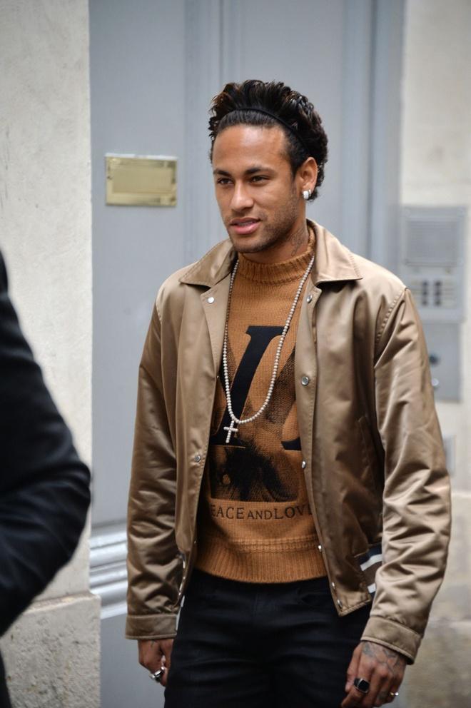 Neymar choi hang hieu sanh dieu nhu the nao? hinh anh 2