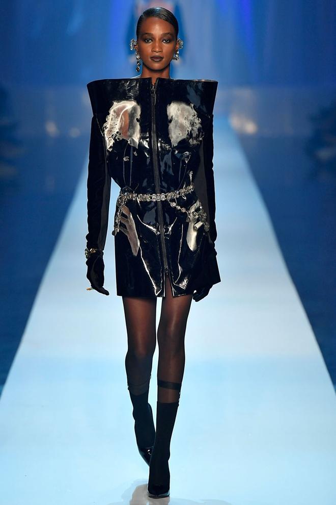Nguoi mau da mau chiem linh san dien Haute Couture 2018 hinh anh 4