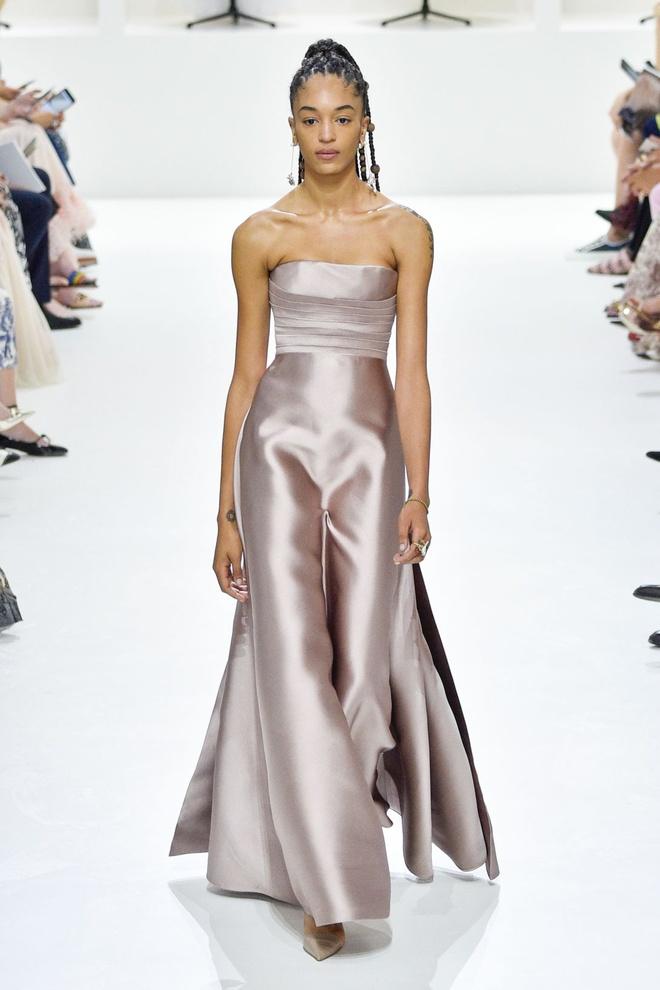 Nguoi mau da mau chiem linh san dien Haute Couture 2018 hinh anh 8
