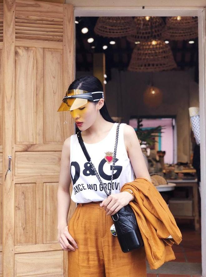 Sao Viet phoi trang phuc street style cung tui xach hang hieu ra sao? hinh anh 2