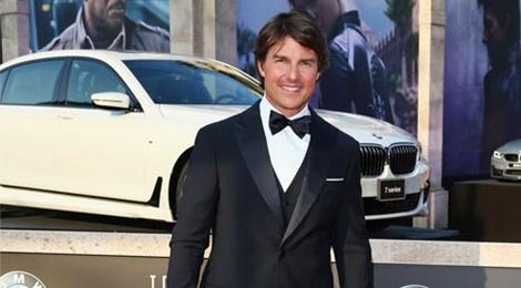 Phong cach thoi trang nam tinh cua sieu sao Tom Cruise hinh anh