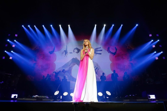 Nhung bo canh tre trung cua Celine Dion trong tour dien am nhac 2018 hinh anh 4