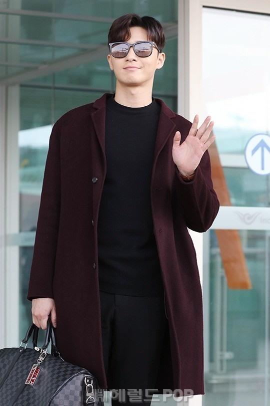 Thoi trang san bay sanh dieu cua 'Pho chu tich' Park Seo Joon hinh anh 7
