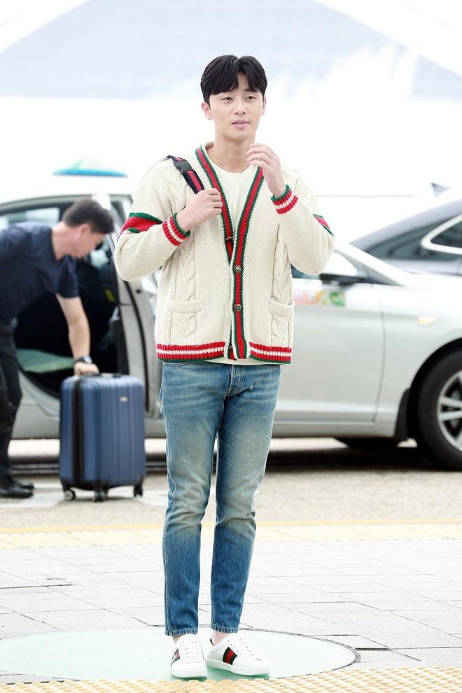 Thoi trang san bay sanh dieu cua 'Pho chu tich' Park Seo Joon hinh anh 4