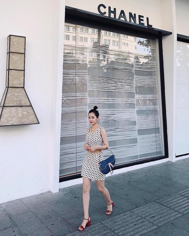 Street style sao Viet: Quynh Anh Shyn, Phuong Trinh mac chat hinh anh 7