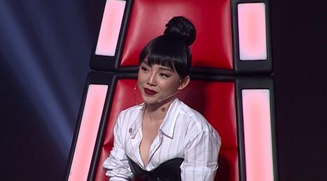 Toc Tien mac an tuong nhu the nao tren ghe nong The Voice 2018? hinh anh