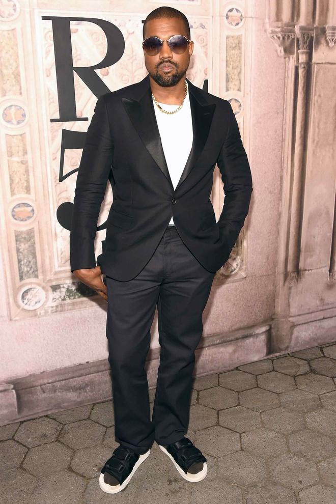 Kanye West, 'Bao den' Chadwick Boseman an mac sanh dieu nhat tuan hinh anh 1