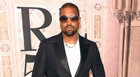 Kanye West, 'Bao den' Chadwick Boseman an mac sanh dieu nhat tuan hinh anh