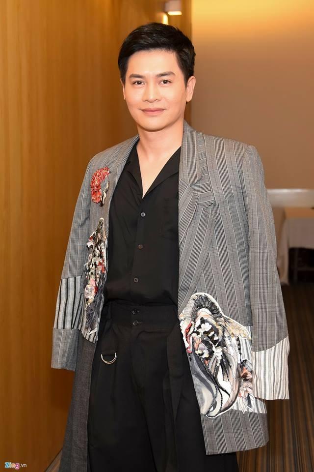 Host Nam Trung an mac khong thua kem dan HLV tai The Face 2018 hinh anh 3