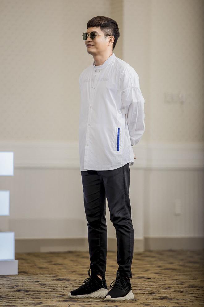 Host Nam Trung an mac khong thua kem dan HLV tai The Face 2018 hinh anh 4