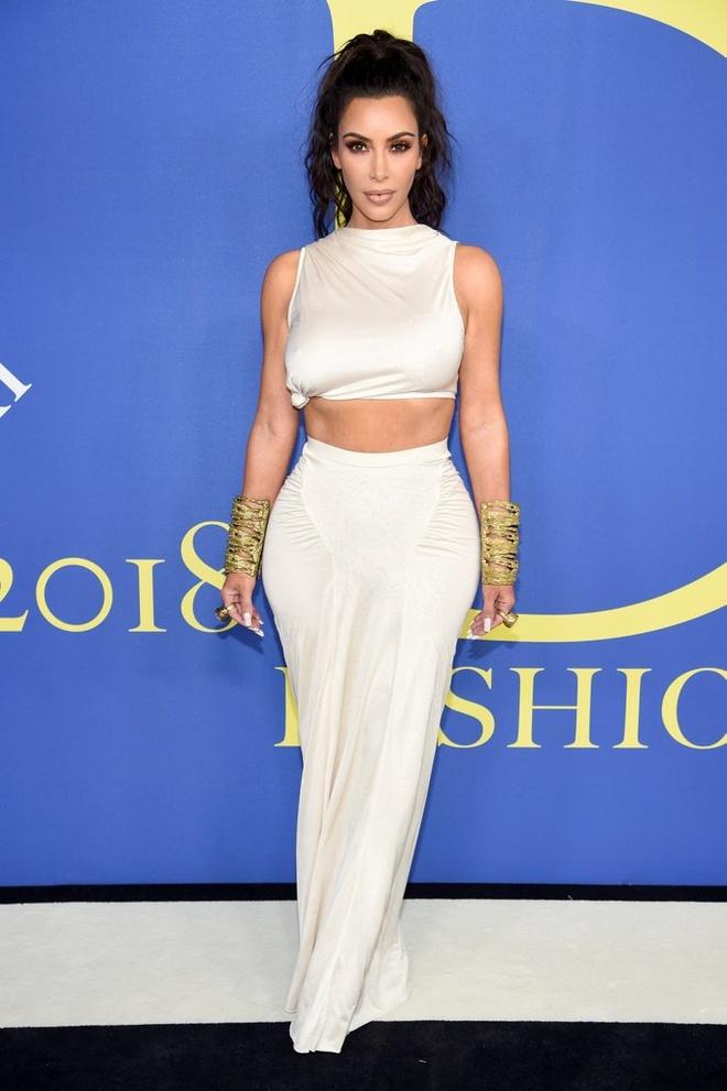 Chi em nha Kardashian anh huong den gioi thoi trang nhat nam 2018 hinh anh 2