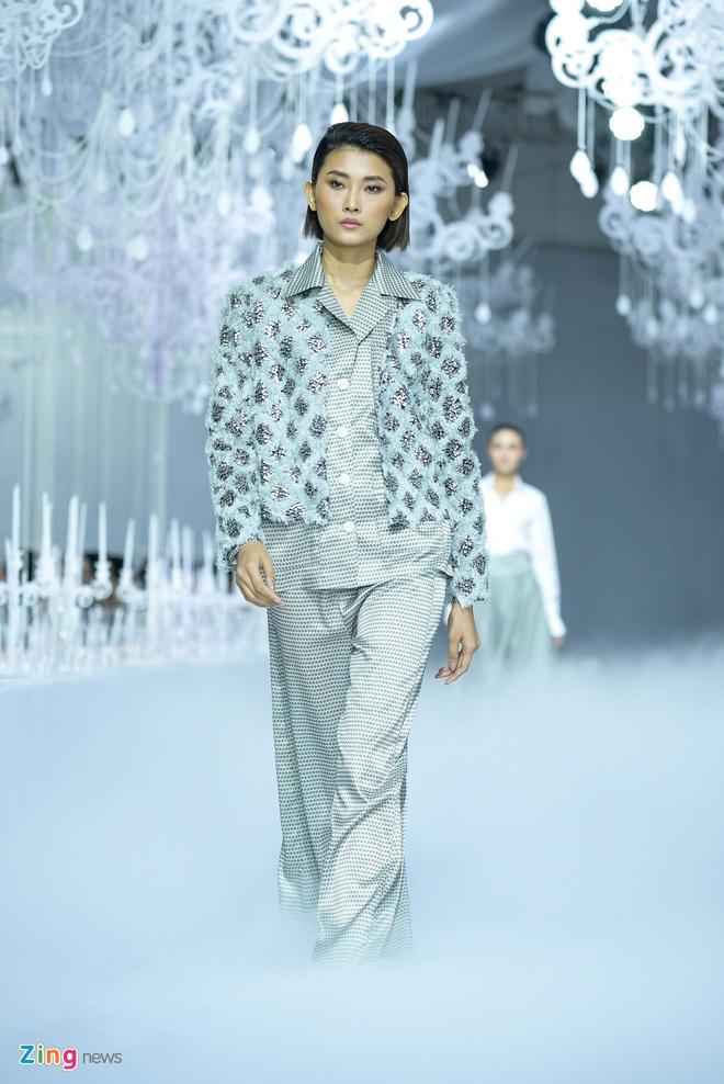 Ha Ho cung dan Hoa hau, A hau do bo show thoi trang hinh anh 10