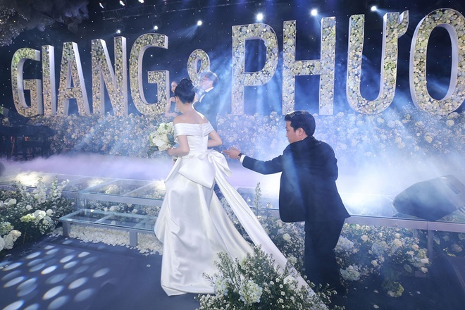 Hari Won mac lai vay cuoi cua Nha Phuong de di du su kien? hinh anh 3