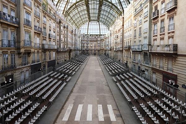 Chac se khong con ai sang tao ra cac runway vi dai nhu Karl Lagerfeld hinh anh 7
