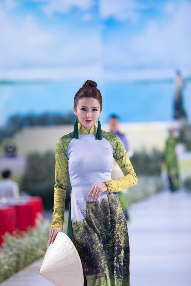 Rung U Minh, hang dong va bien xuat hien tren ta ao dai Viet hinh anh 2