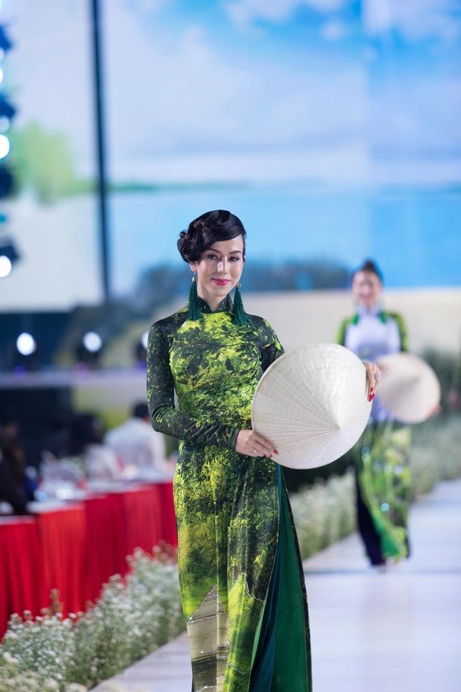 Rung U Minh, hang dong va bien xuat hien tren ta ao dai Viet hinh anh 4