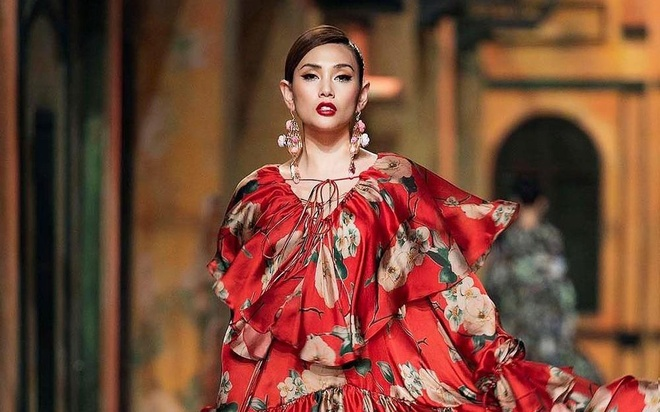 Ngay lam viec cua vedette Vo Hoang Yen truoc gio len san catwalk hinh anh