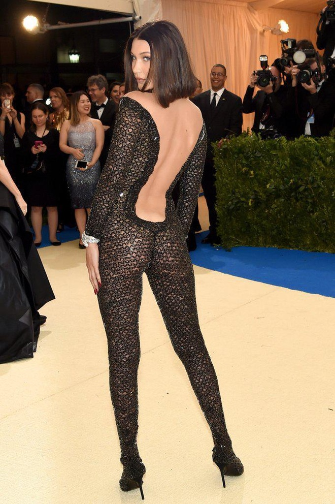 Kendall Jenner mac ho tao bao nhat lich su Met Gala hinh anh 3