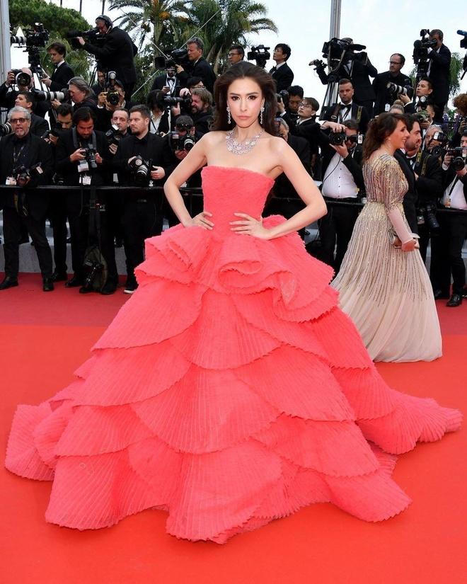 Khong 'chat chem', trang phuc Selena Gomez van dep nhat Cannes hinh anh 8