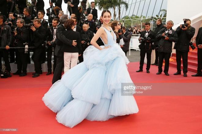 Khong 'chat chem', trang phuc Selena Gomez van dep nhat Cannes hinh anh 13