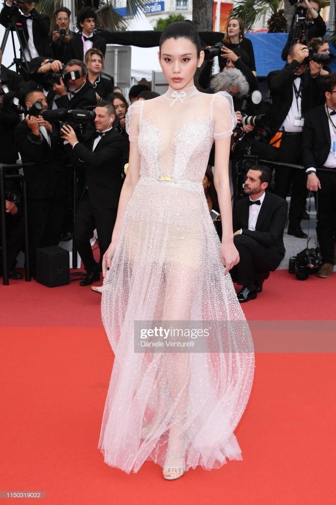 Khong 'chat chem', trang phuc Selena Gomez van dep nhat Cannes hinh anh 15