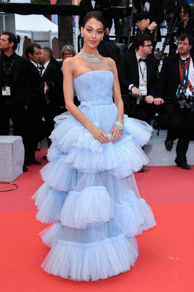 Khong 'chat chem', trang phuc Selena Gomez van dep nhat Cannes hinh anh 7