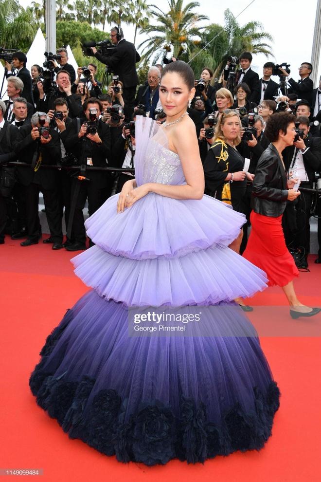 Khong 'chat chem', trang phuc Selena Gomez van dep nhat Cannes hinh anh 5