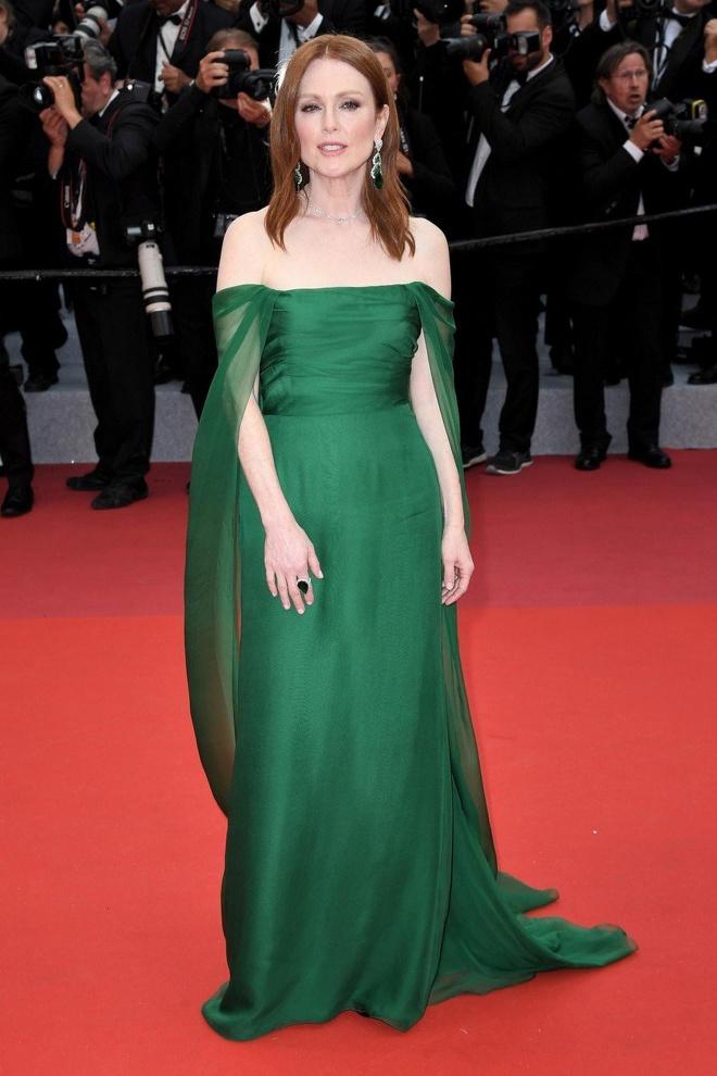 Khong 'chat chem', trang phuc Selena Gomez van dep nhat Cannes hinh anh 6