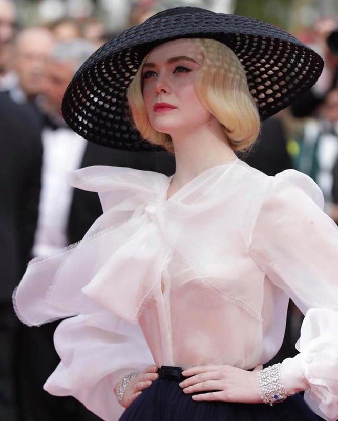 Elle Fanning tai hien hinh anh huyen thoai cua Dior o tham do Cannes hinh anh 2