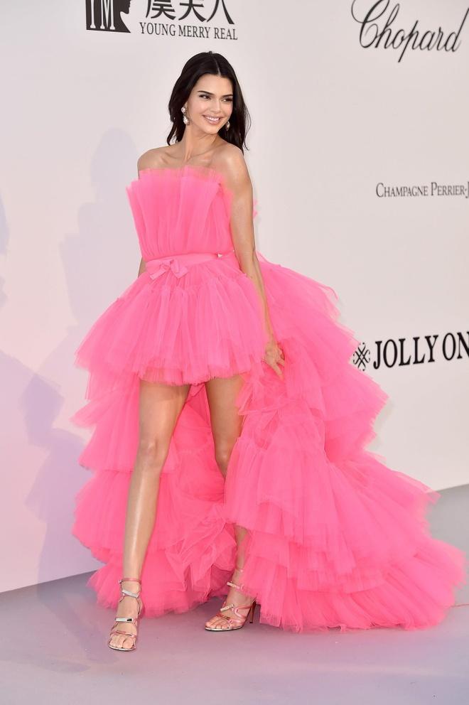 Toc Tien dang anh 'dung hang' Kendall Jenner, tu hao di truoc thoi dai hinh anh 3