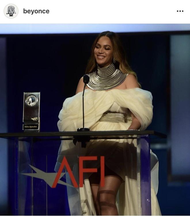 Beyonce diện thiết kế đặt riêng của nhà mốt Việt