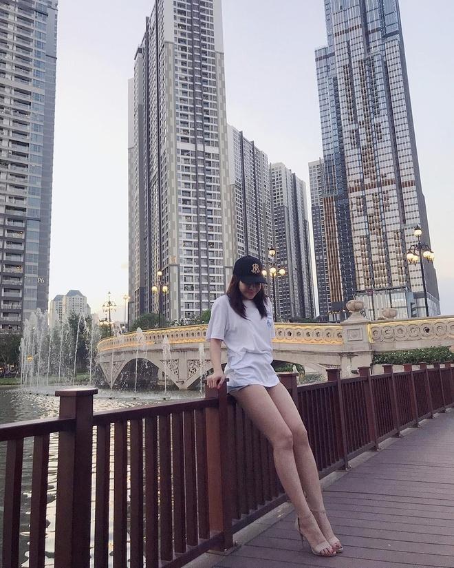 Ban gai Lam Tay chuong vay ngan, quan short khoe chan dai hinh anh 3