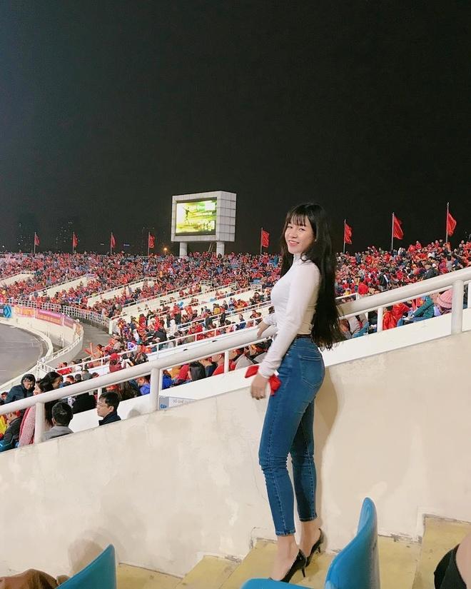 Ban gai Lam Tay chuong vay ngan, quan short khoe chan dai hinh anh 9