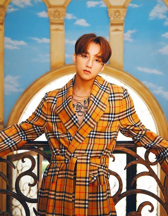 Loat do hieu dat gia cua Son Tung trong MV 'Hay trao cho anh' hinh anh 1