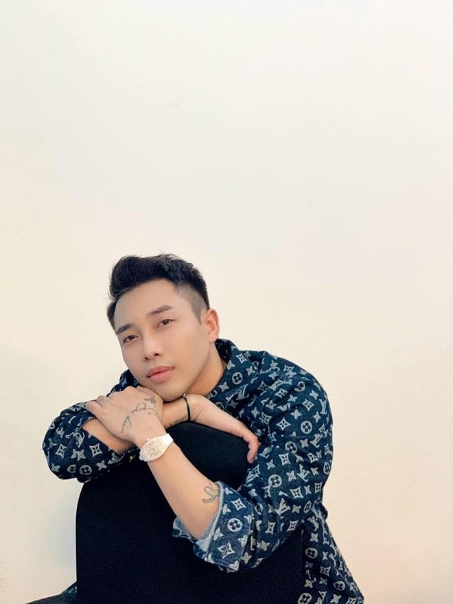 Loat do hieu dat gia cua Son Tung trong MV 'Hay trao cho anh' hinh anh 9
