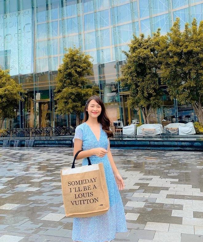 Ho Ngoc Ha, Minh Hang cung dien vay mau sac ruc ro xuong pho hinh anh 4