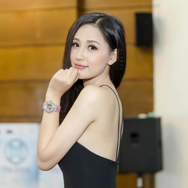 Loat dong ho hang hieu gia bang ca can nha cua Mai Phuong Thuy hinh anh 1