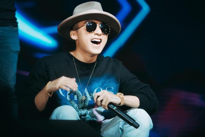 Son Tung tang qua cho fan anh 1