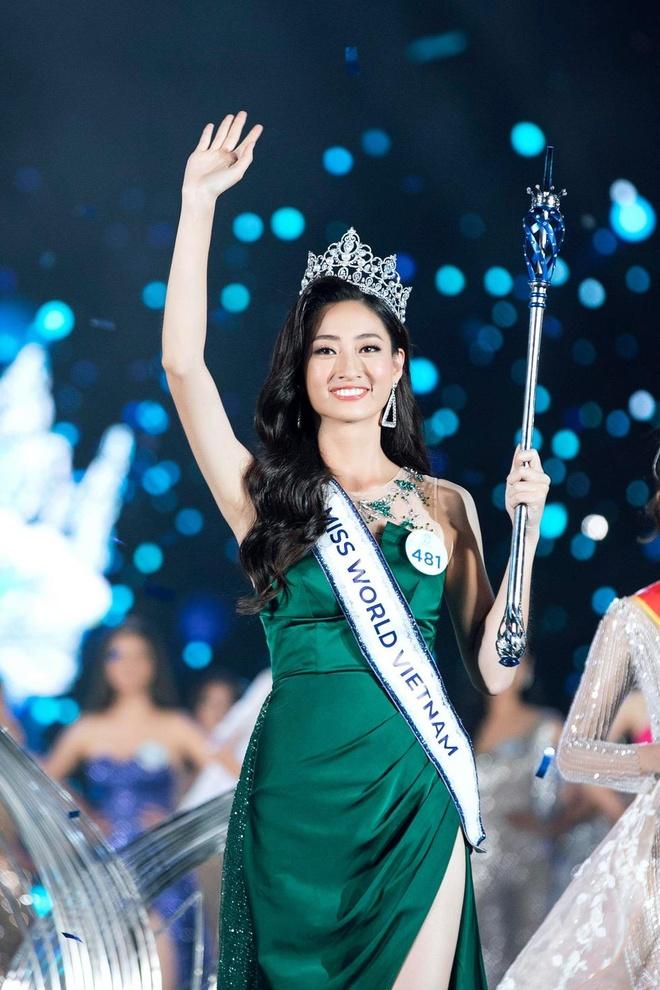 Phong cach thoi trang Luong Thuy Linh anh 1
