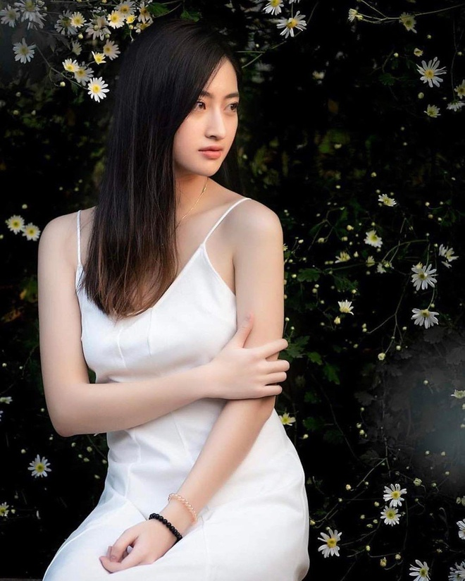 Phong cach thoi trang Luong Thuy Linh anh 4