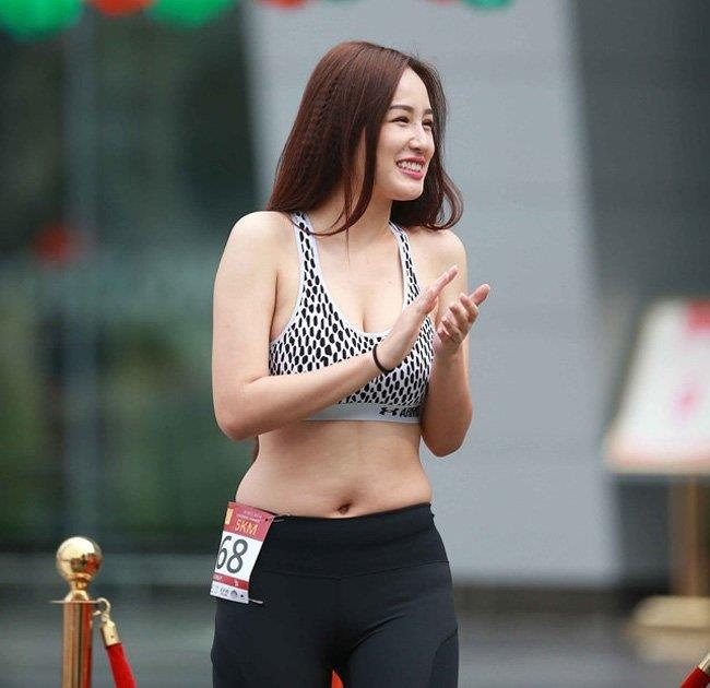 Hoa hau Mai Phuong Thuy va nhung lan mac do ho henh gay tranh cai hinh anh 4