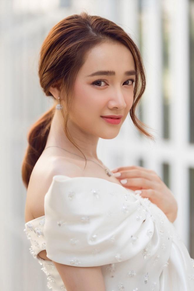 Nha Phuong, Truong Quynh Anh dien vay ton so do ba vong hinh anh 1
