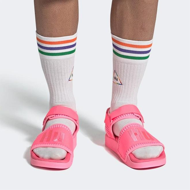 Ban se bo 2 trieu dong mua doi sandals mau sac cua Pharrell Williams? hinh anh 2