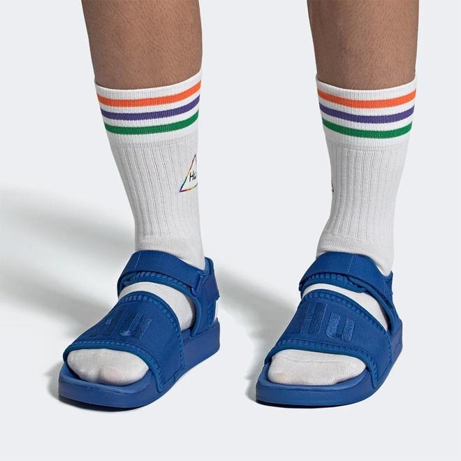 Ban se bo 2 trieu dong mua doi sandals mau sac cua Pharrell Williams? hinh anh 1