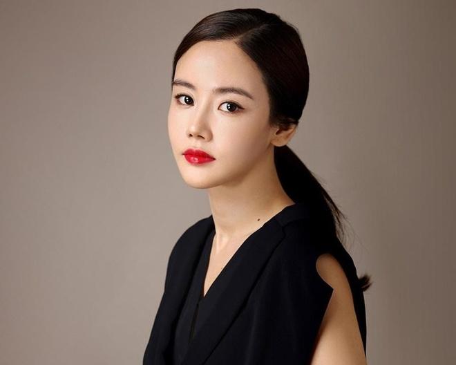 Gu thoi trang sao nu bi don ngoai tinh Ahn Jae Hyu anh 6