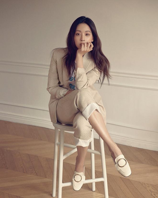 Gu thoi trang sao nu bi don ngoai tinh Ahn Jae Hyu anh 2